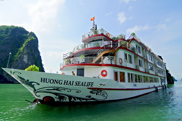 HUONG HAI SEALIFE CRUISE ( UNIQUE WAY DISCOVERING BAI TU LONG BAY - HIGHLY RECOMMEND ) From 135USD/Person.